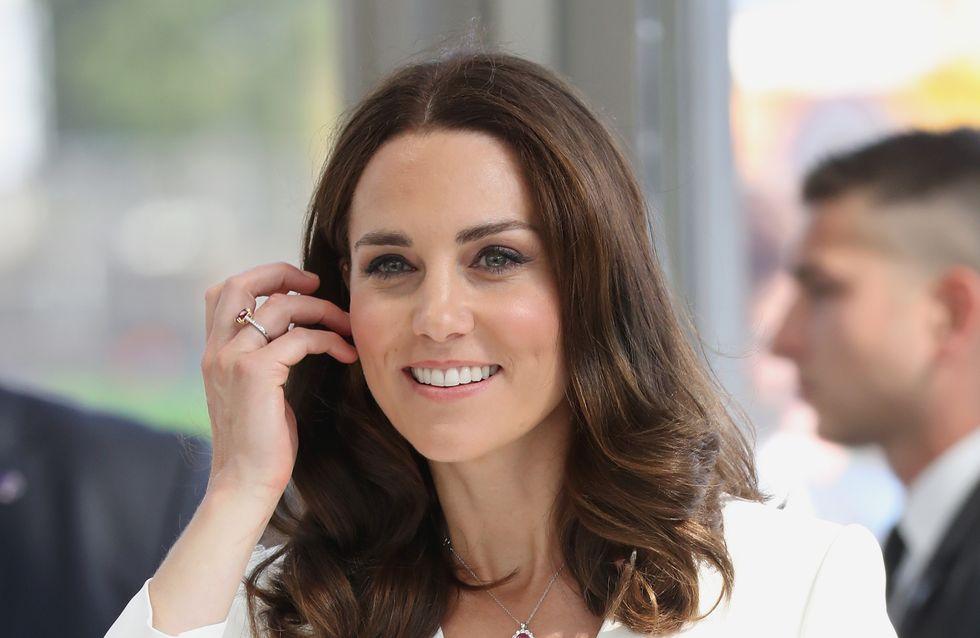 """Vous allez adorer la réponse de Kate Middleton quand on lui dit qu'elle est """"parfaite"""" !"""