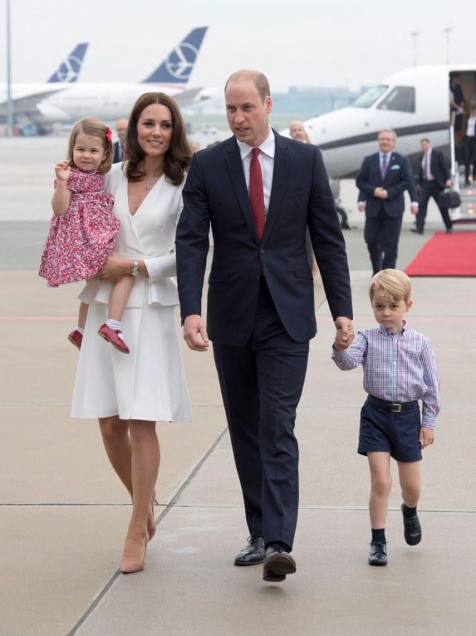 Le prince William et Kate Middleton arrivent en Pologne avec leurs enfants