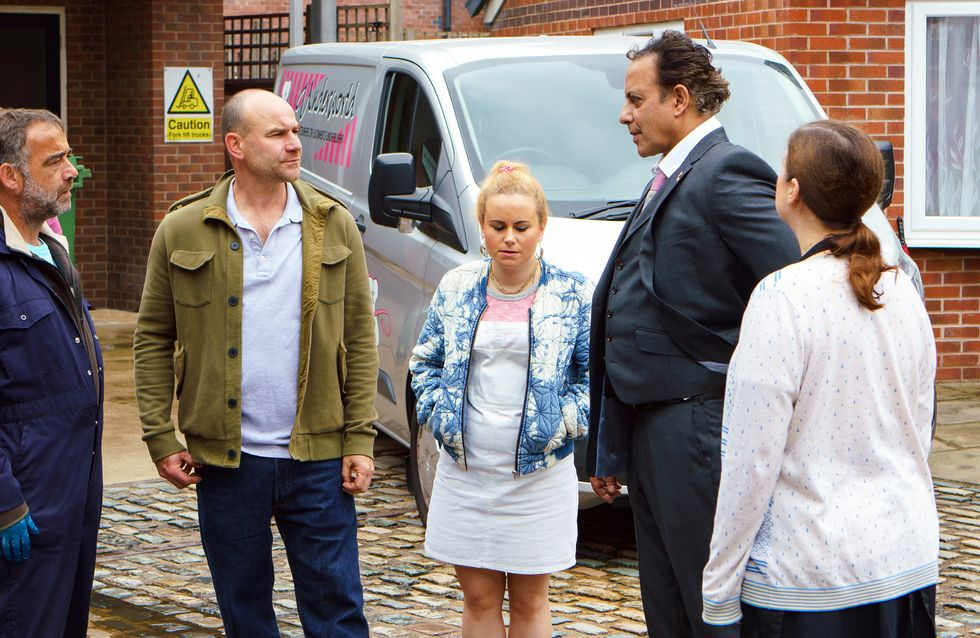 Coronation Street 02/07 - It's Decision Time For Dev
