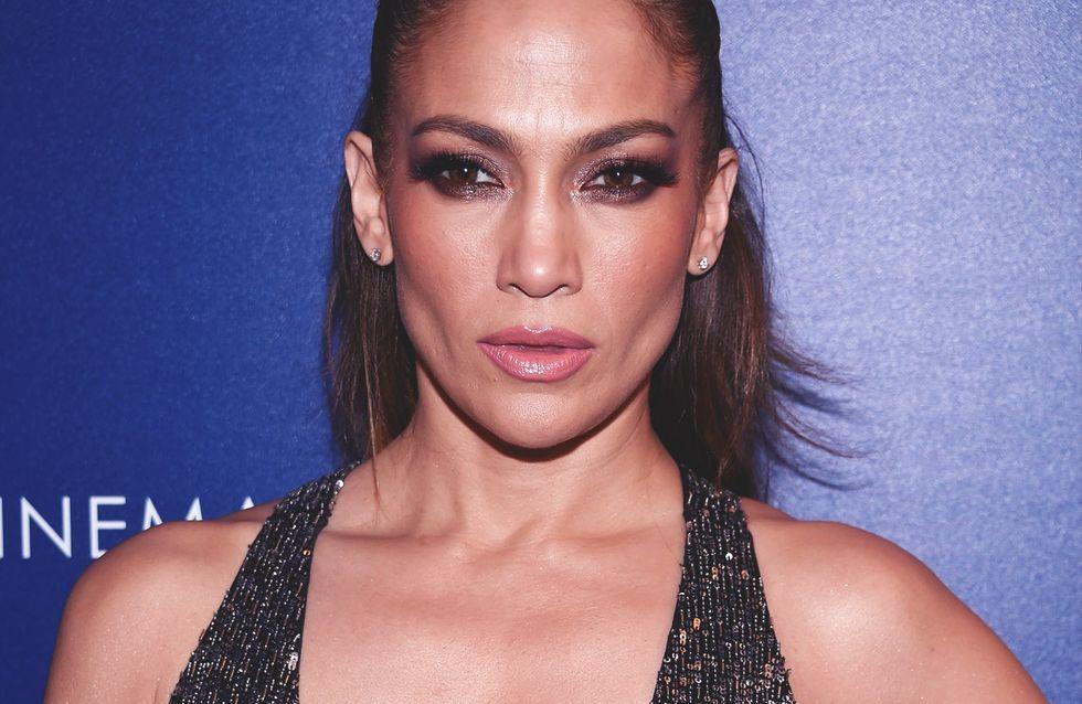 Jennifer Lopez fête ses 48 ans en robe transparente et elle est CA-NON (Photos)