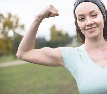 5 esercizi facili da fare durante il giorno per le braccia e il seno!