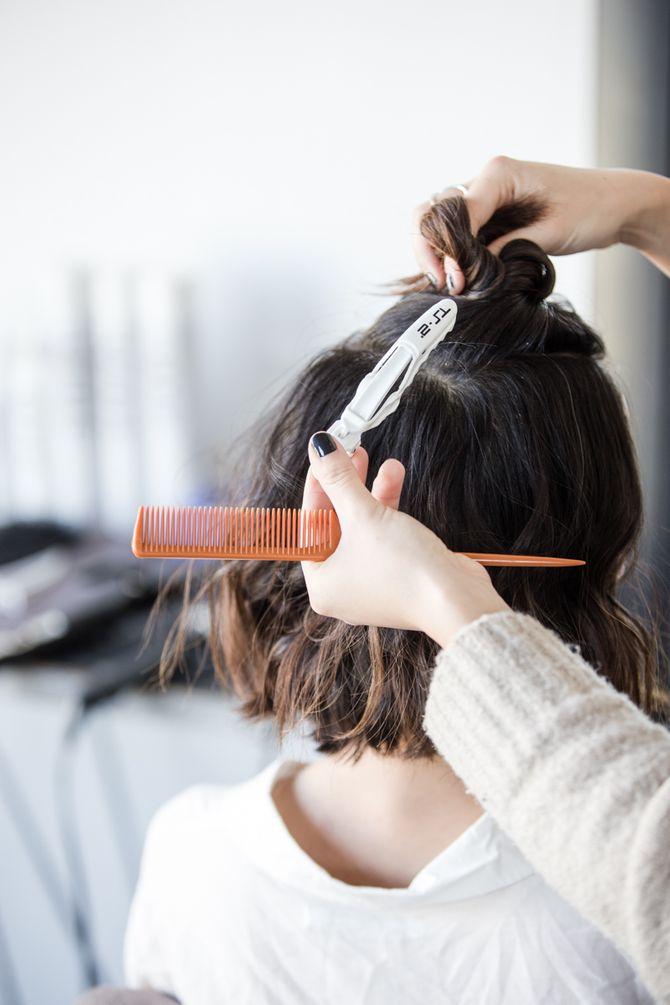 Haarpartien abteilen und feststecken