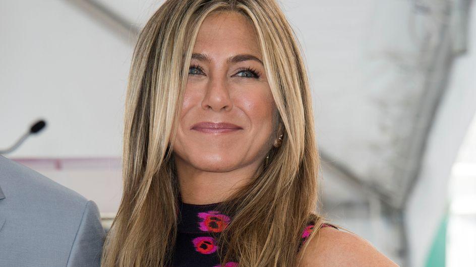 Jennifer Aniston fait un retour remarqué dans une petite robe fleurie (Photos)