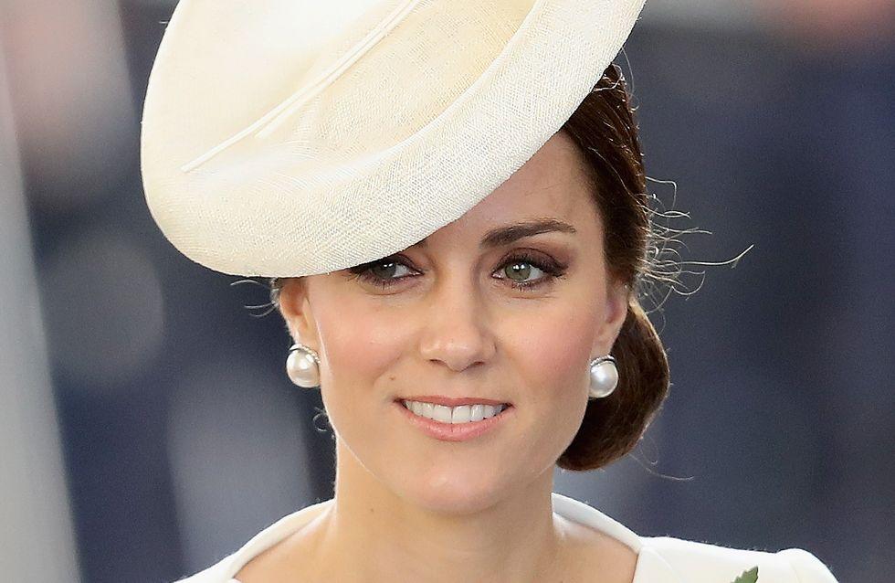 Kate Middleton rend hommage aux disparus de Ypres dans une parfaite petite robe blanche (Photos)