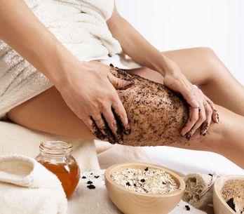 I vantaggi dello scrub per mantenere più a lungo l'abbronzatura!