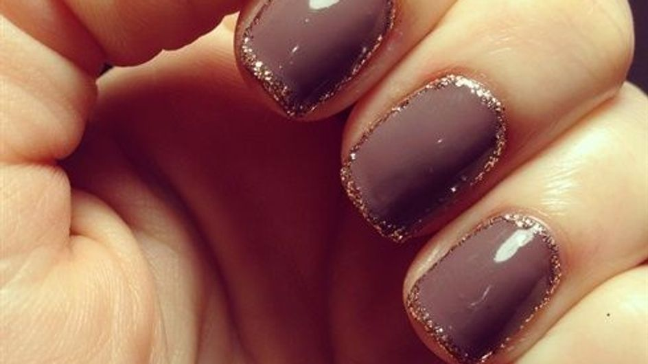 Outline glitter nails, la manicura que será tu objeto de deseo