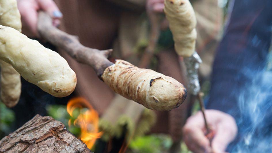 Stockbrot selber machen: So gelingt der Lagerfeuer-Snack