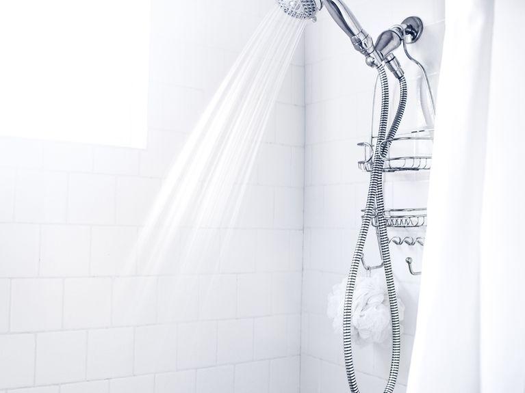 Putz-Trick: So werden Fugen in der Dusche super schnell sauber!