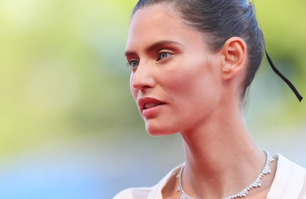 Bianca Balti sfila sul red carpet di Venezia in un abito OVS che ci ricorda una cosa importante