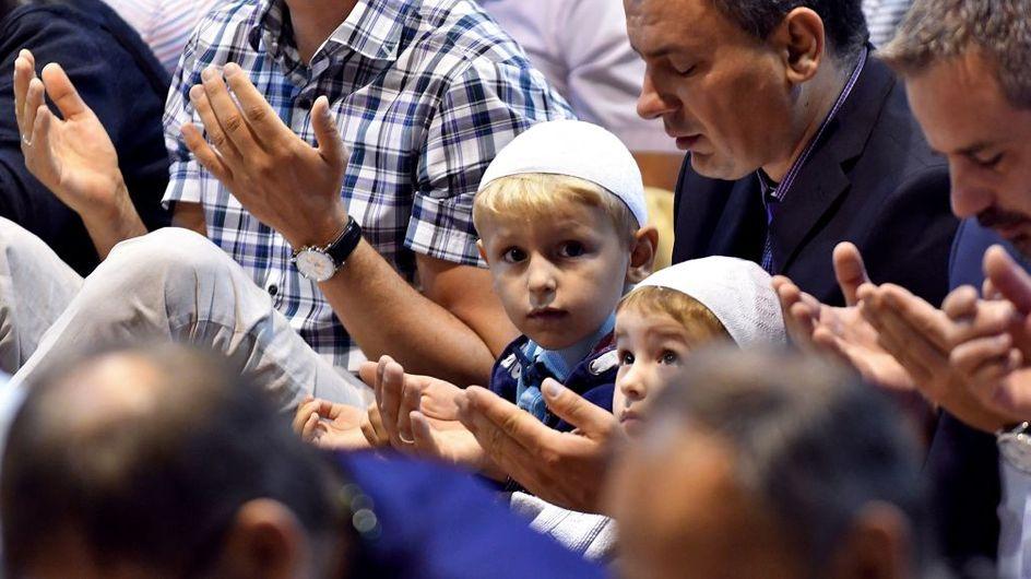 Un curé et un rabbin font un geste magnifique pour les musulmans de leur quartier