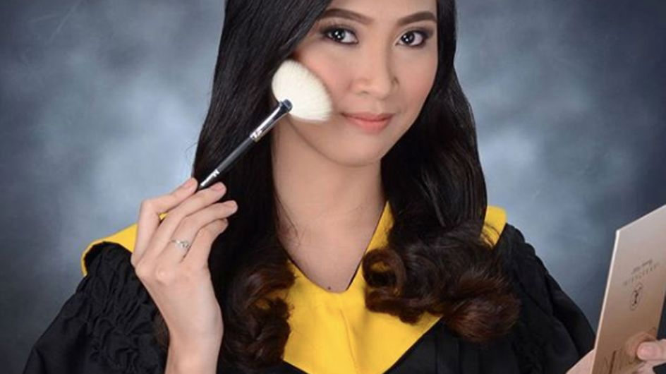 This Girl Took Her Graduation Picture With Her Fave Highlighter Palette & Now She's Our New Hero