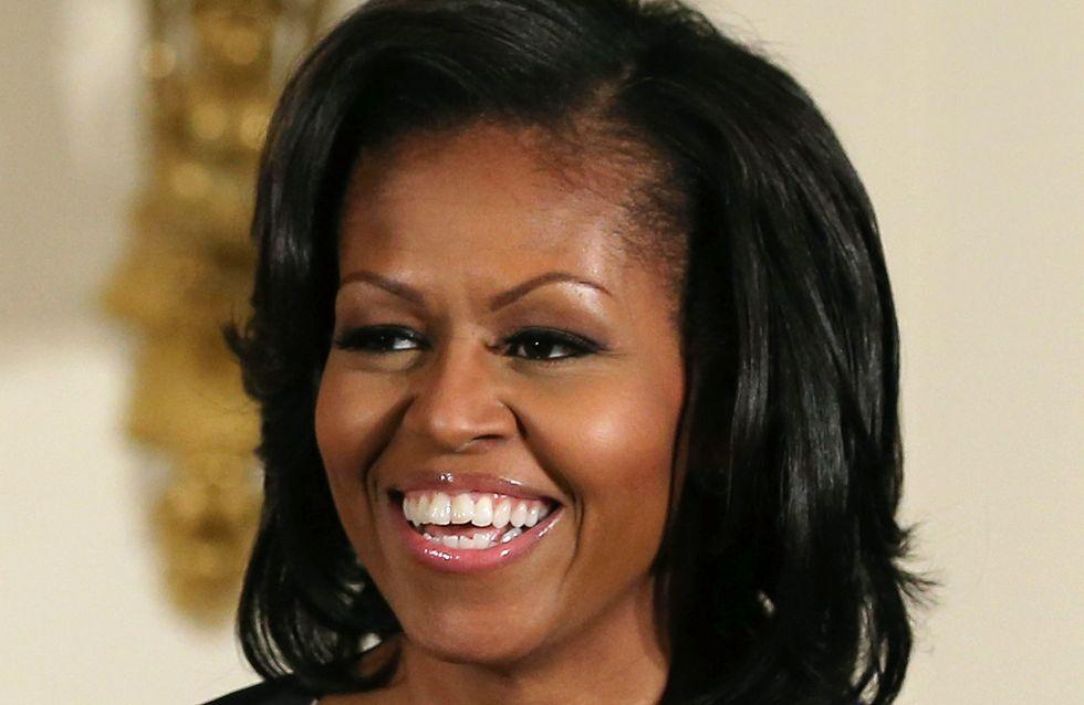 Michelle Obama, méconnaissable en crop top et jupe longue en vacances (Photos)