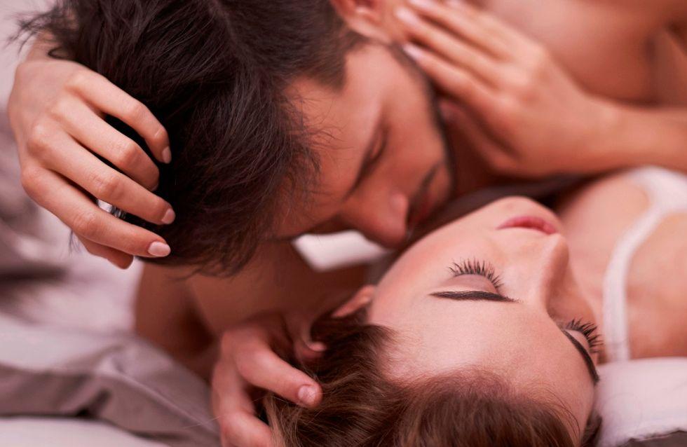 uomo adulto erezione quando bacia