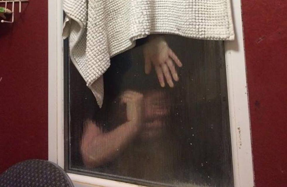 Beschissenstes Date aller Zeiten: Frau bleibt im Fenster stecken, weil Klo streikt