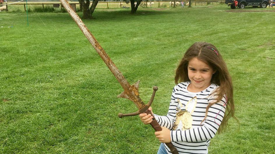 Cette jeune anglaise a peut-être retrouvé l'épée Excalibur ! (photo)