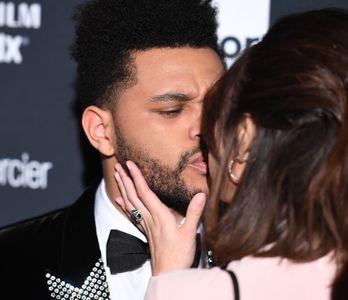 Selena Gomez et The Weeknd à la soirée Harper's Bazaar