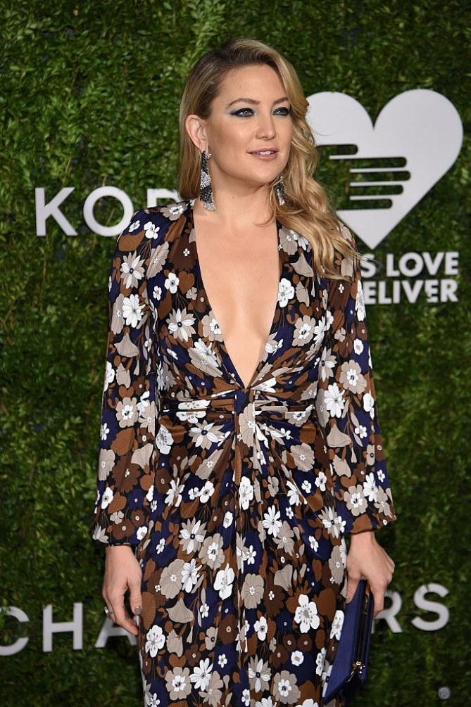 """Kate Hudson fait polémique en comparant la césarienne à un """"truc de fainéante"""""""