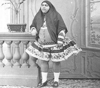 Así es la historia de Qajair, la princesa iraní que ha invadido Facebook