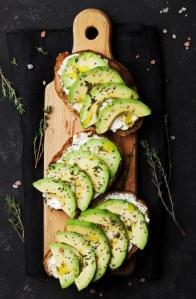 "Les fameux ""avocado toasts,"" ces tartines d'avocat, on adore ça !"