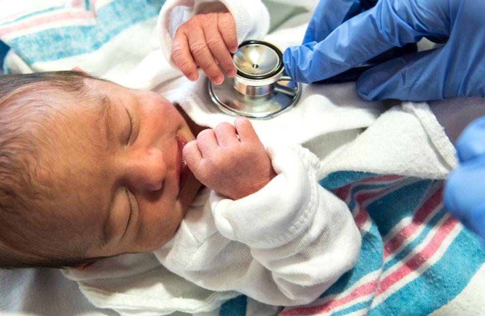 Verstörende Aufnahmen: Krankenschwestern im fahrlässigen Umgang mit Babys