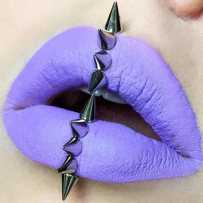 Maquillaje con tachuelas
