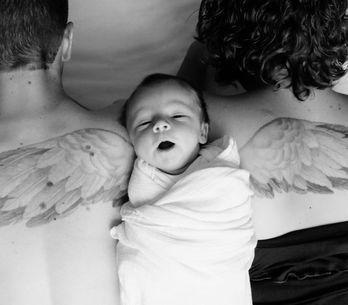 Ihr kleiner Sohn musste sterben - doch SO tragen ihn seine Eltern immer bei sich
