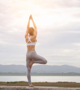 Hatha yoga: cos'è, posizioni e benefici della forma di yoga più praticata