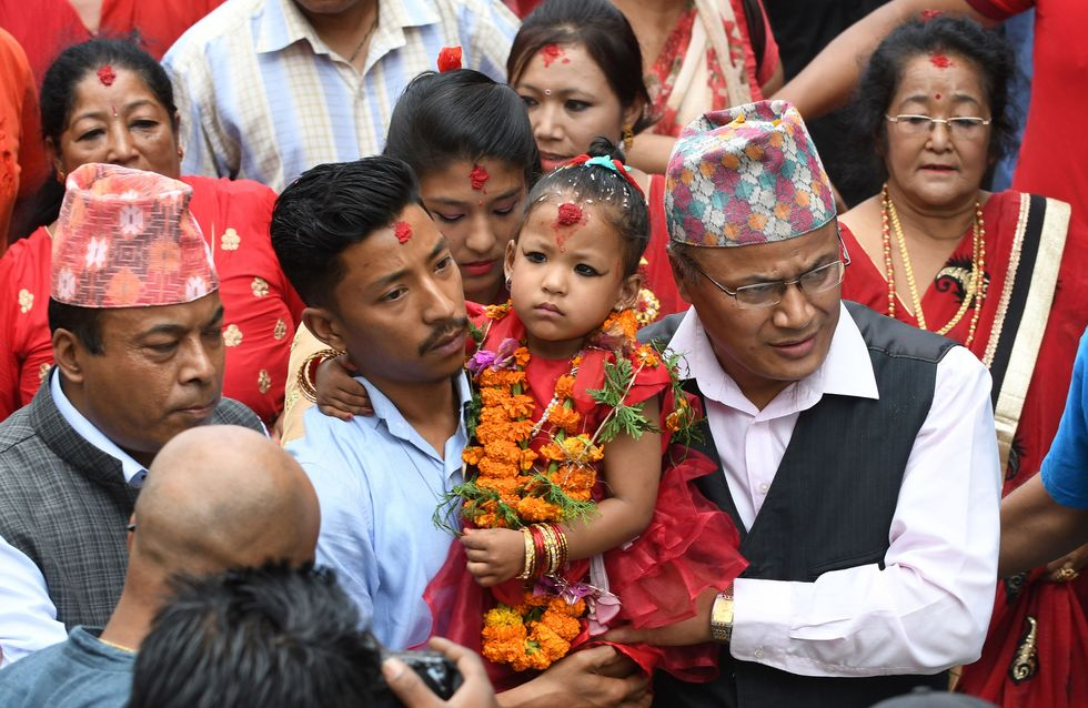 """Népal : Une fillette de 3 ans nommée """"déesse vivante"""" enfermée contre son gré jusqu'à sa puberté"""
