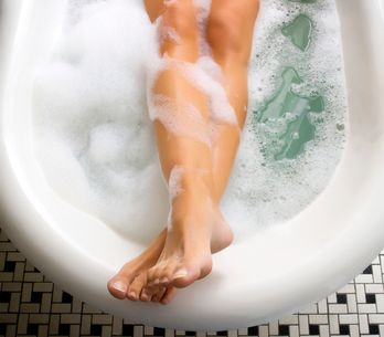 Vergesst das Fitnessstudio: Ein heißes Bad ist genau so effektiv wie Sport