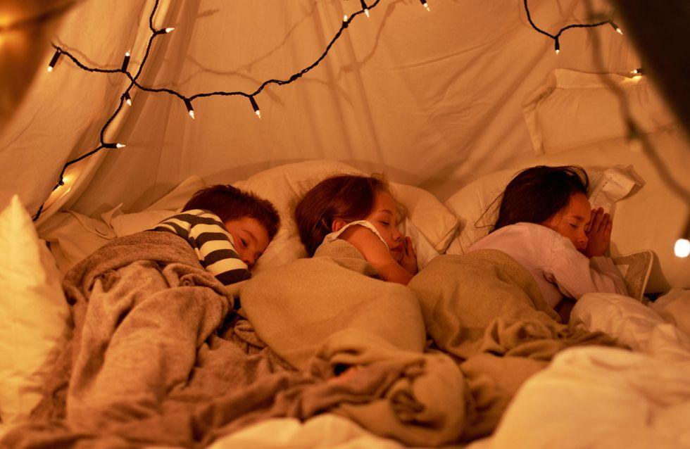 Duerme fuera de casa... ¡y moja la cama!