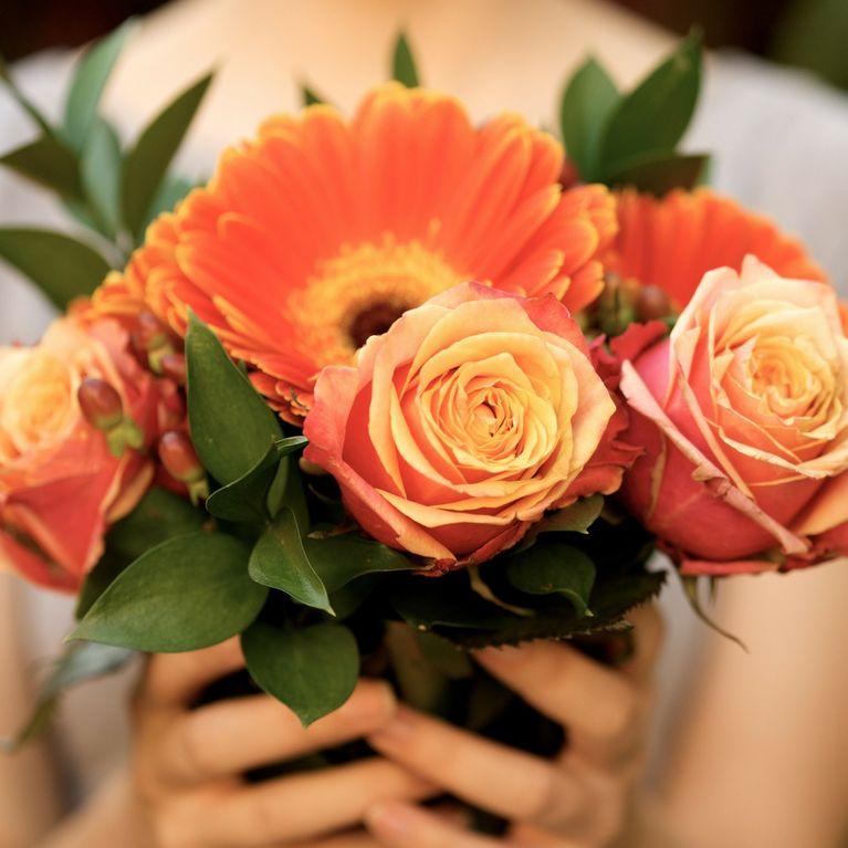 Quanto Costa Il Bouquet Della Sposa.Quanto Costano I Fiori Da Una Rosa Sola Ad Un Bouquet Misto