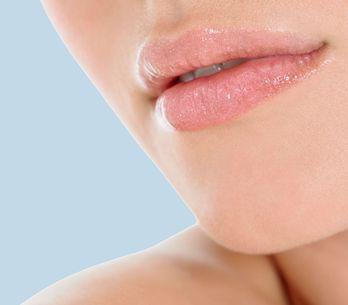 Lippenpeeling selber machen: 5 Rezepte für zarte Lippen
