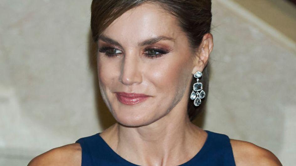 Letizia Ortiz perfecta con un vestido azul de Felipe Varela, mejor look de la semana