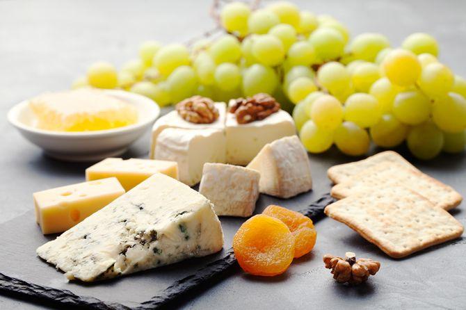 Alimentos que producen insomnio: queso