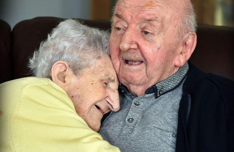 Esta madre de 98 años se muda a una residencia para cuidar a su hijo de 80