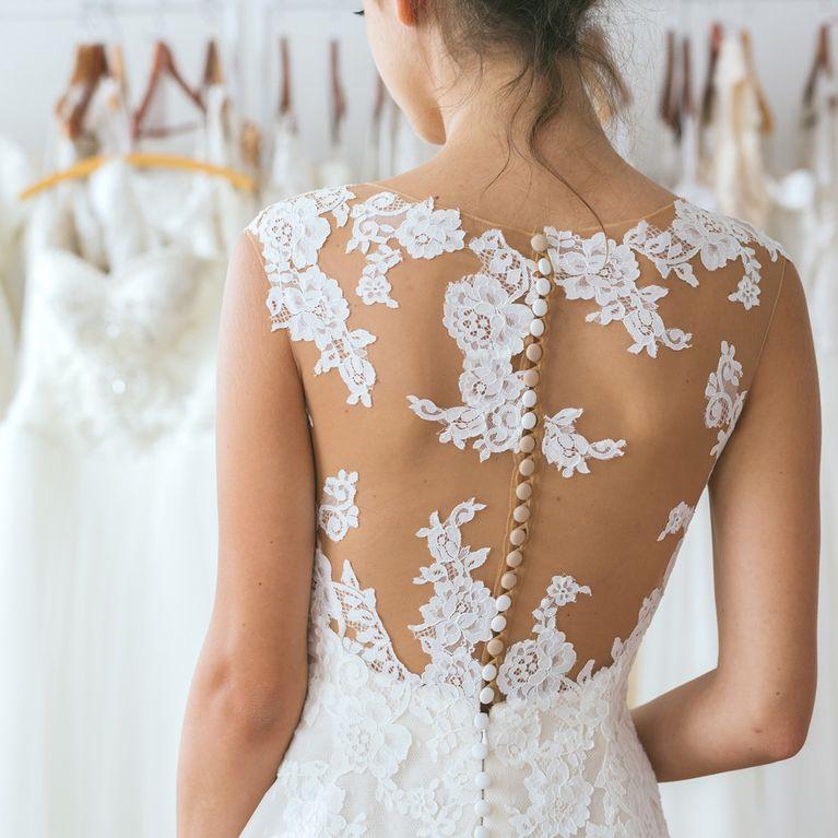 Come scegliere l abito da sposa perfetto in base alle tue forme 1ce002cb405