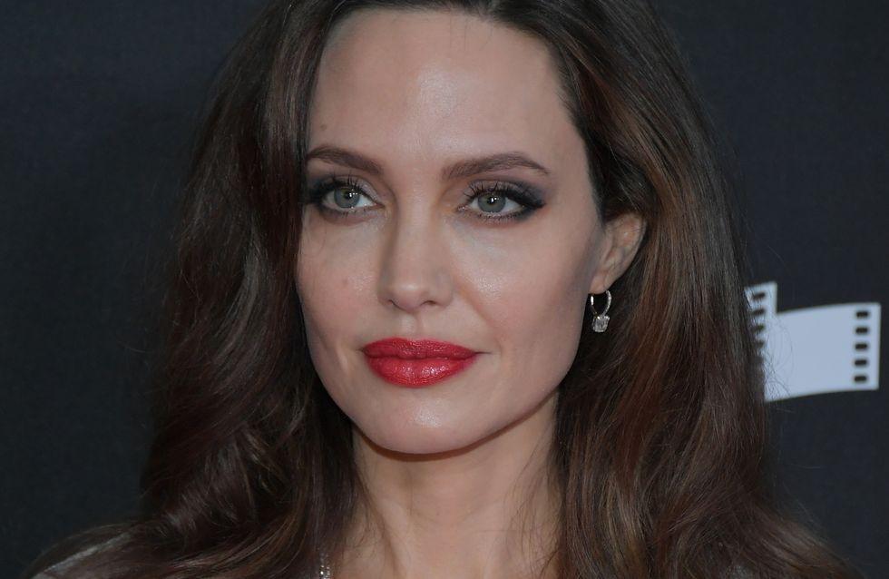 Angelina Jolie, chic et glamour dans une longue robe grise en satin (Photos)