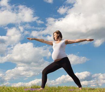 Yoga in gravidanza: perché fa bene e 5 esercizi top