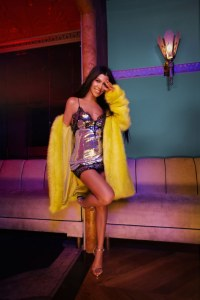 Kourtney Kardashian pour PrettyLittleThing