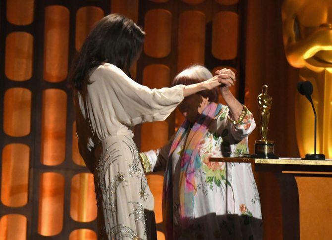 Agnès Varda première femme réalisatrice à recevoir un Oscar d'honneur