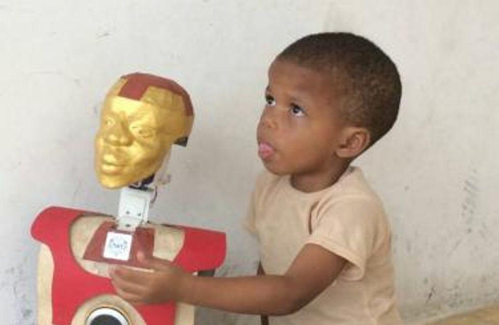 Il crée un robot intelligent pour son fils de 3 ans atteint de mutisme (photos)