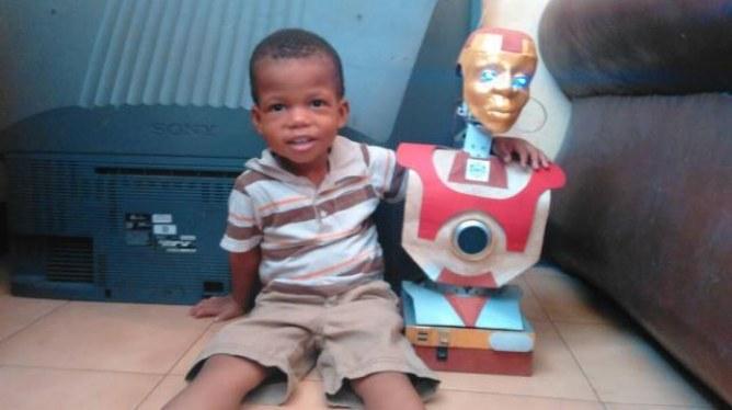 Il crée un robot intelligent pour son fils de 3 ans atteint de mutisme