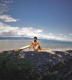 Yoga nudi? Perché si pratica e cosa esalta