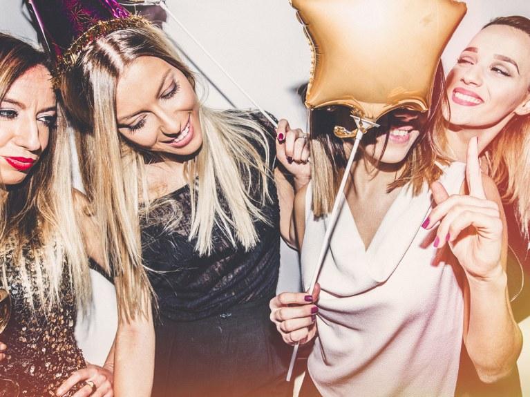 Come vestirsi in discoteca: 4 look diversi in base al tipo