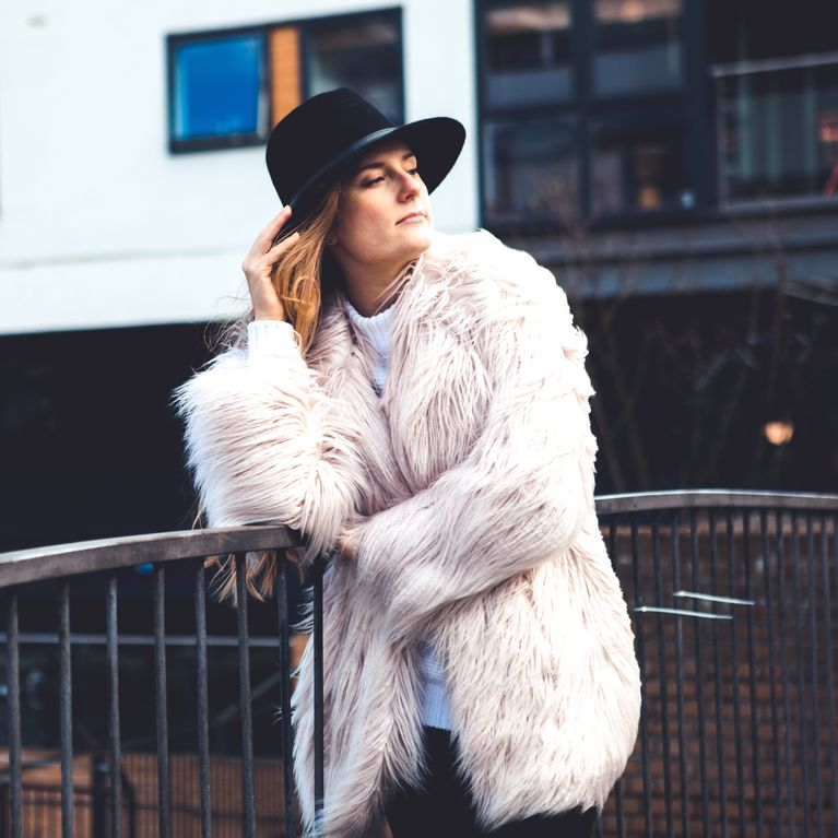 9bc85c8f2 Ces manteaux en fausse fourrure qui seront partout cet hiver