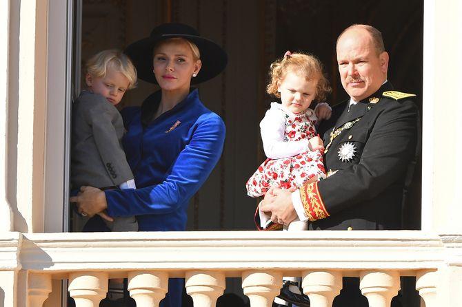 Charlène et le Prince Albert II de Monaco avec ses deux enfants Gabriella et Jacques