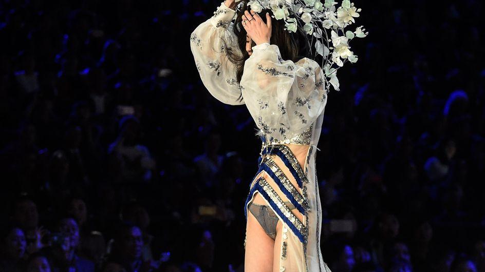 Autsch! SO fies stürzt dieses Model während der Victoria's Secret Fashion Show