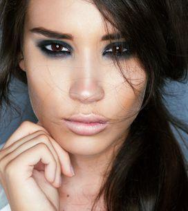 Le smoky eyes bleu, un make-up canon pour les yeux marron