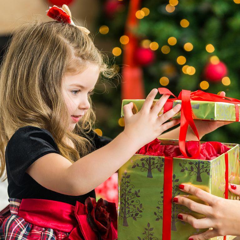 Regali Di Natale Per Bimbi.Regali Di Natale Per Bambini Cosa Regalare Se Hanno Da 1 A 12 Anni