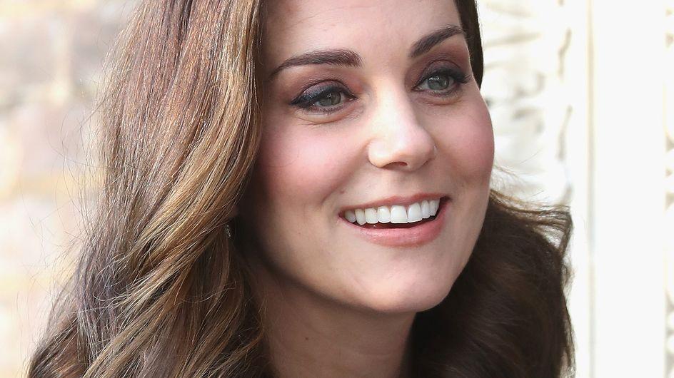 Kate Middleton, maman rétro en talons hauts et robe midi (Photos)